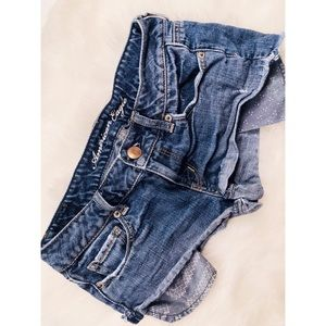 American Eagle Outfitters Shorts - American Eagle Medium Wash Short Shorts✨Size 2!